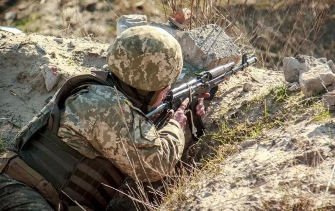 У районі проведення операції Об'єднаних сил у четвер, 14 листопада, бойовики 8 разів порушили режим припинення вогню.