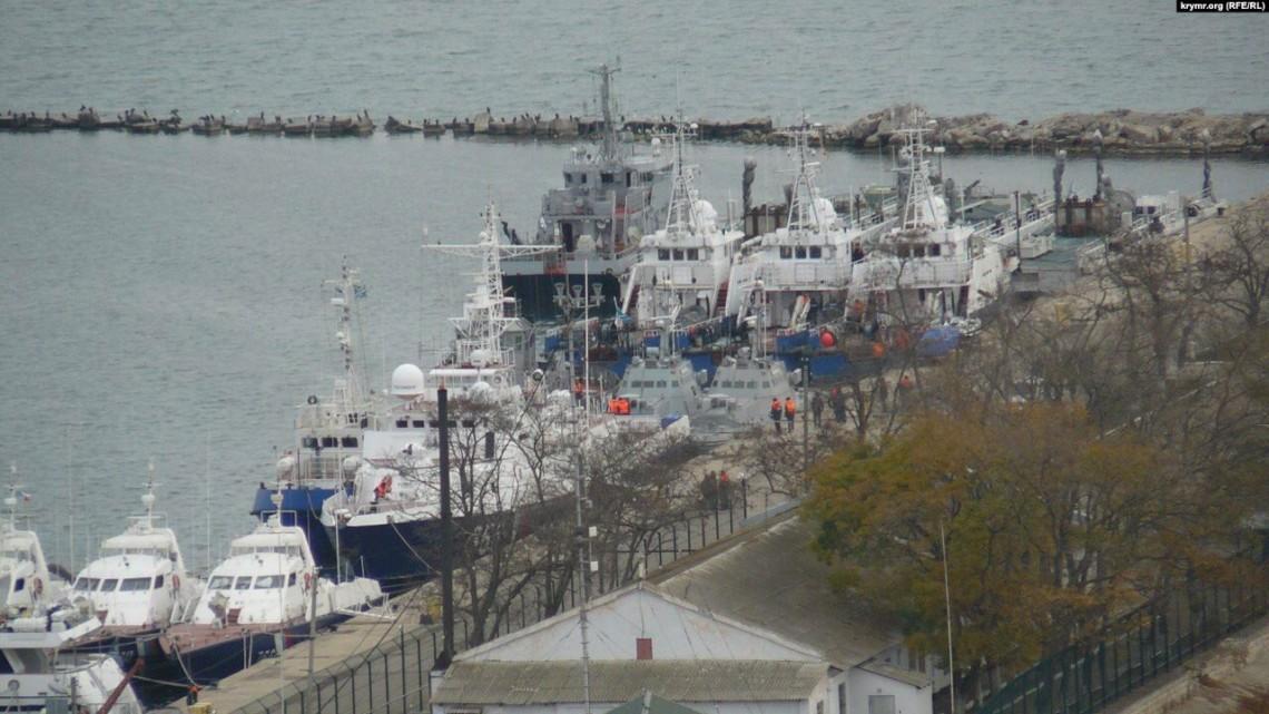 Військові кораблі, захоплені в районі Керченської протоки в листопаді 2018 року, передадуть Києву в понеділок, 18 листопада.