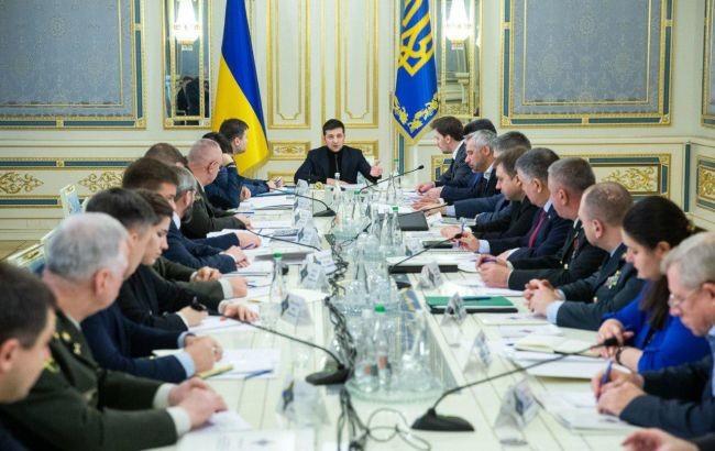 Президент України Володимир Зеленський почав засідання Ради національної безпеки і оборони напередодні зустрічі у нормандському форматі.