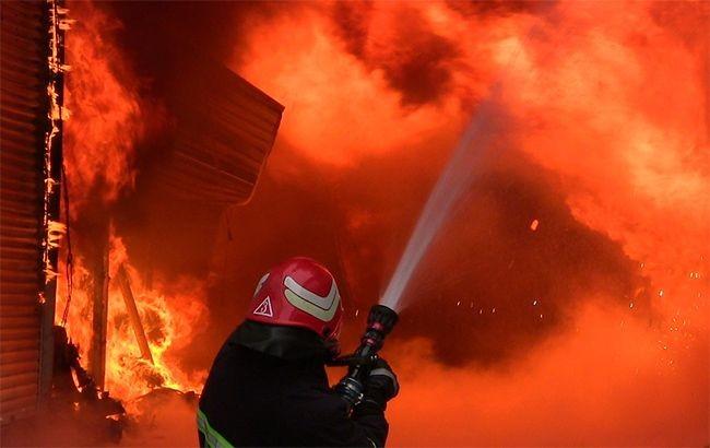 За інформацією, інцидент стався в багатоповерхівці на вулиці Каштанова, 15А. Полум'ям охоплено 3 і 4 поверхи будівлі.