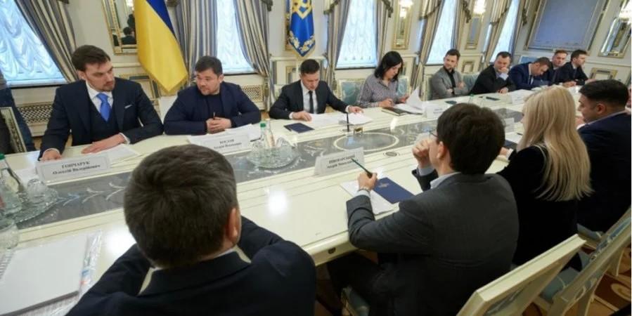 Президент Володимир Зеленський пропонує надати можливість власникам незаконних нафтопереробних заводів узаконити бізнес.