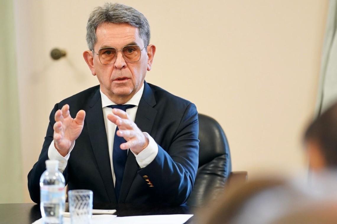 Нужно закрыть ТРЦ иограничить перемещения постране— руководитель  Министерства здравоохранения