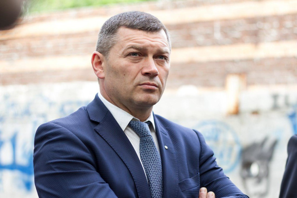Перший заступник голови КМДА Микола Поворозник попросив мера столиці Віталія Кличка відсторонити його на час розслідування.