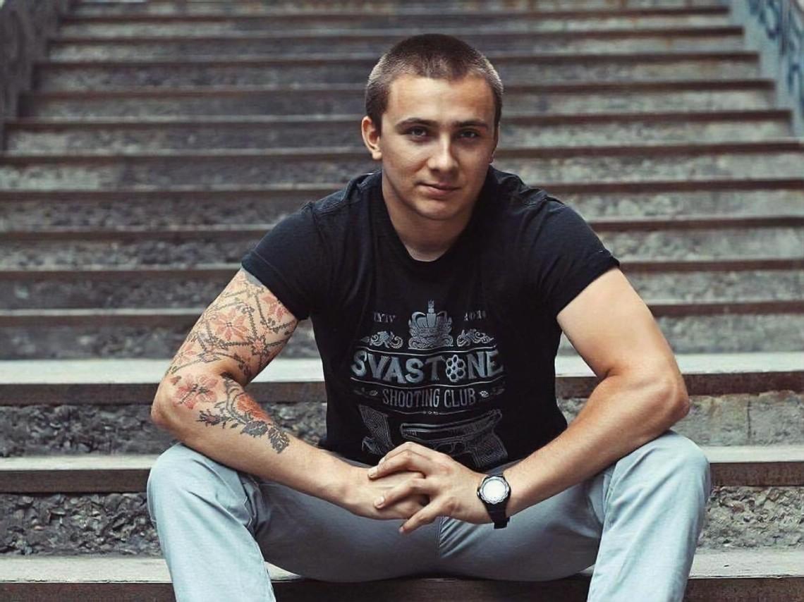 Стерненко повідомив, що до нього прийшли правоохоронці із ухвалою суду про примусовий привід до Служби безпеки України.