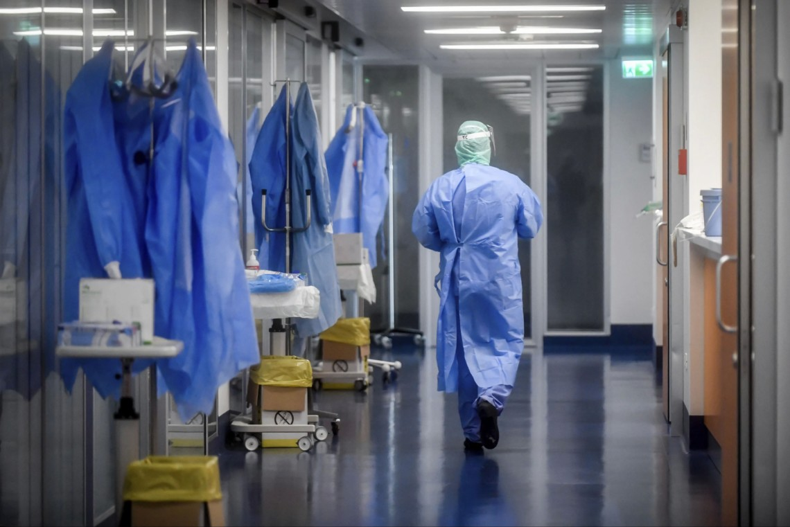 В Україні за останню добу коронавірусну хворобу виявили у 841 людини, зафіксовано 9 летальних випадків, 373 пацієнта одужали.