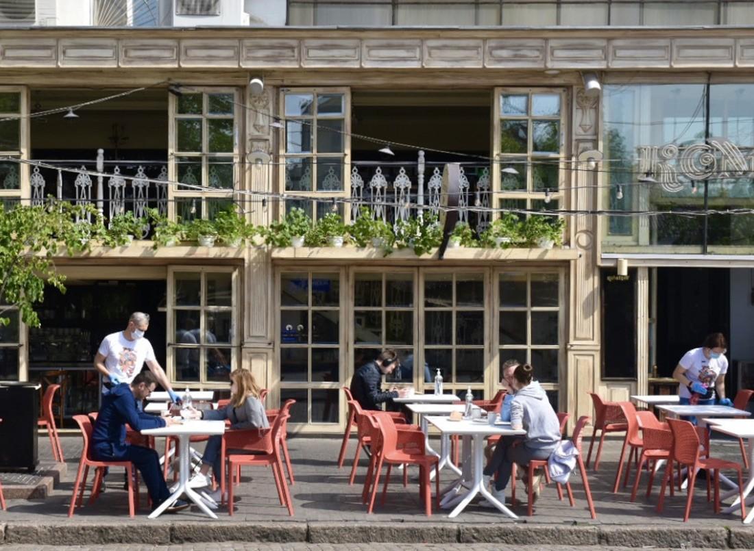В Україні більшість громадян вважають, що меню в кафе і ресторанах має бути українською та російською мовами.