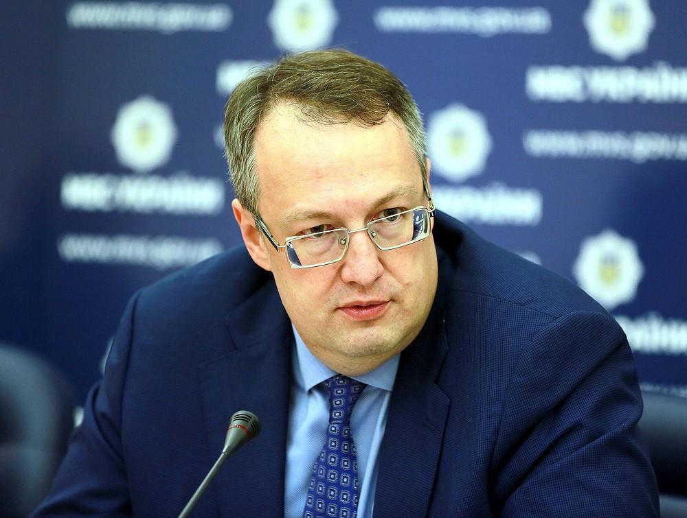 Співробітники поліції затримали трьох підозрюваних у збройному пограбуванні автомобіля Укрпошти в Полтавській області.