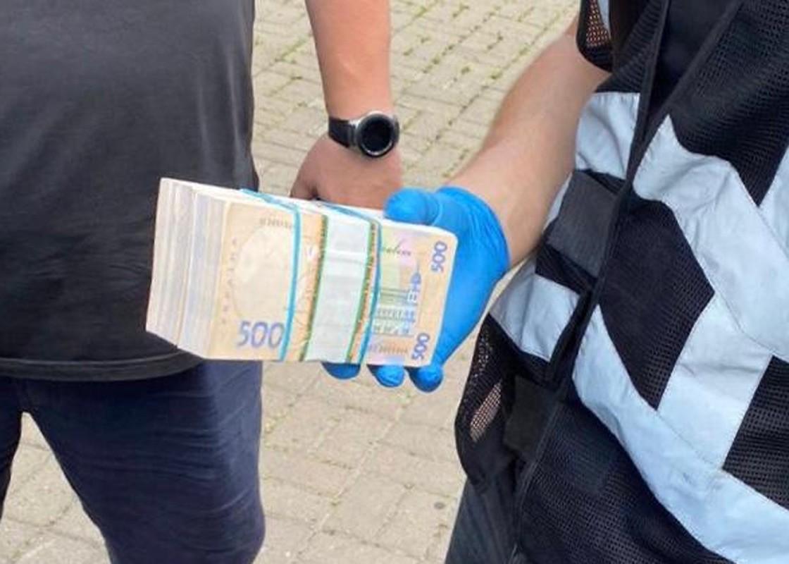 Інженера з технічного нагляду Департаменту регіонального розвитку Київської ОДА затримали на хабарі в 200 тисяч гривень.