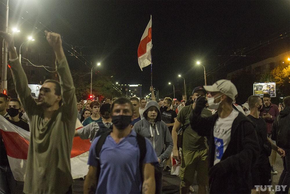 У центрі Бреста ввечері у вівторок, 11 серпня, почалися зіткнення демонстрантів з бійцями ОМОНу.