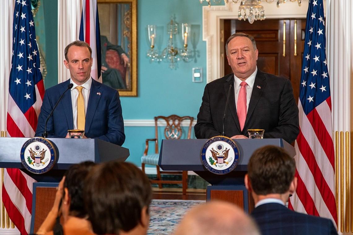 США і Велика Британія закликали Росію провести прозоре розслідування обставин отруєння політика Олексія Навального.