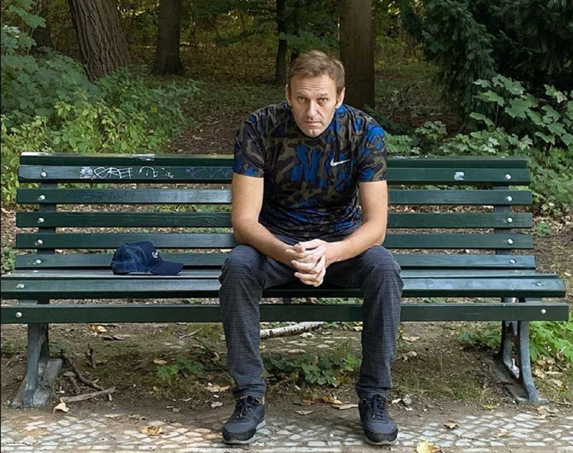Судові пристави наклали арешт на рахунки та квартиру російського опозиціонера Олексія Навального.
