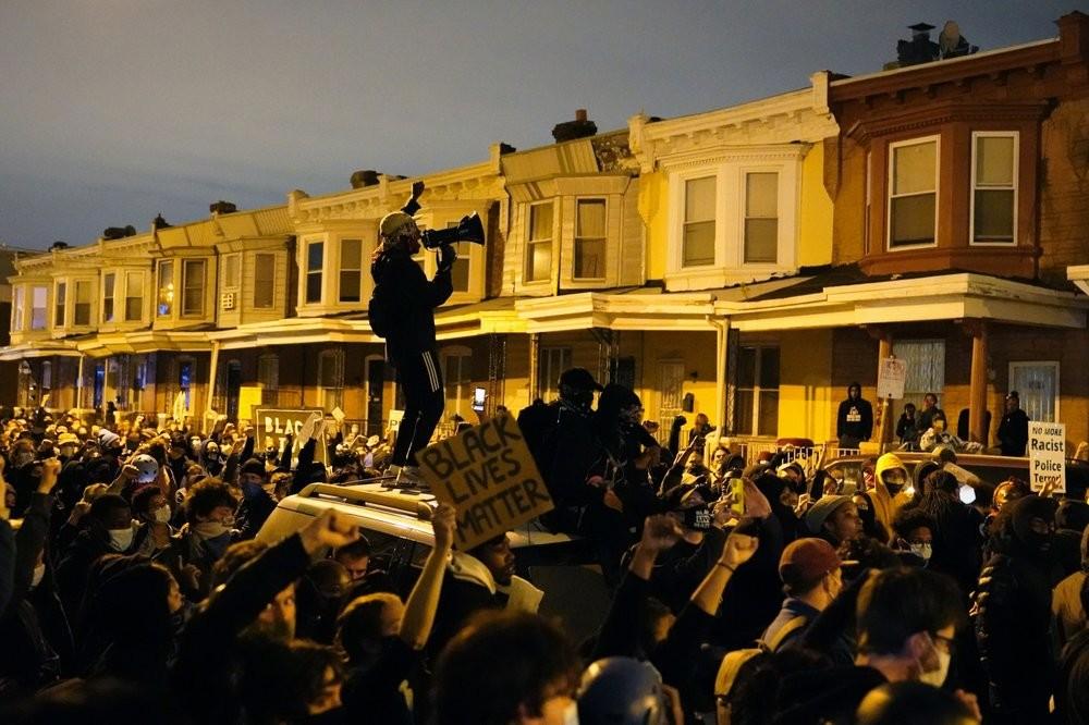 В американской Филадельфии снова начались масштабные протесты против расизма и полицейского произвола.