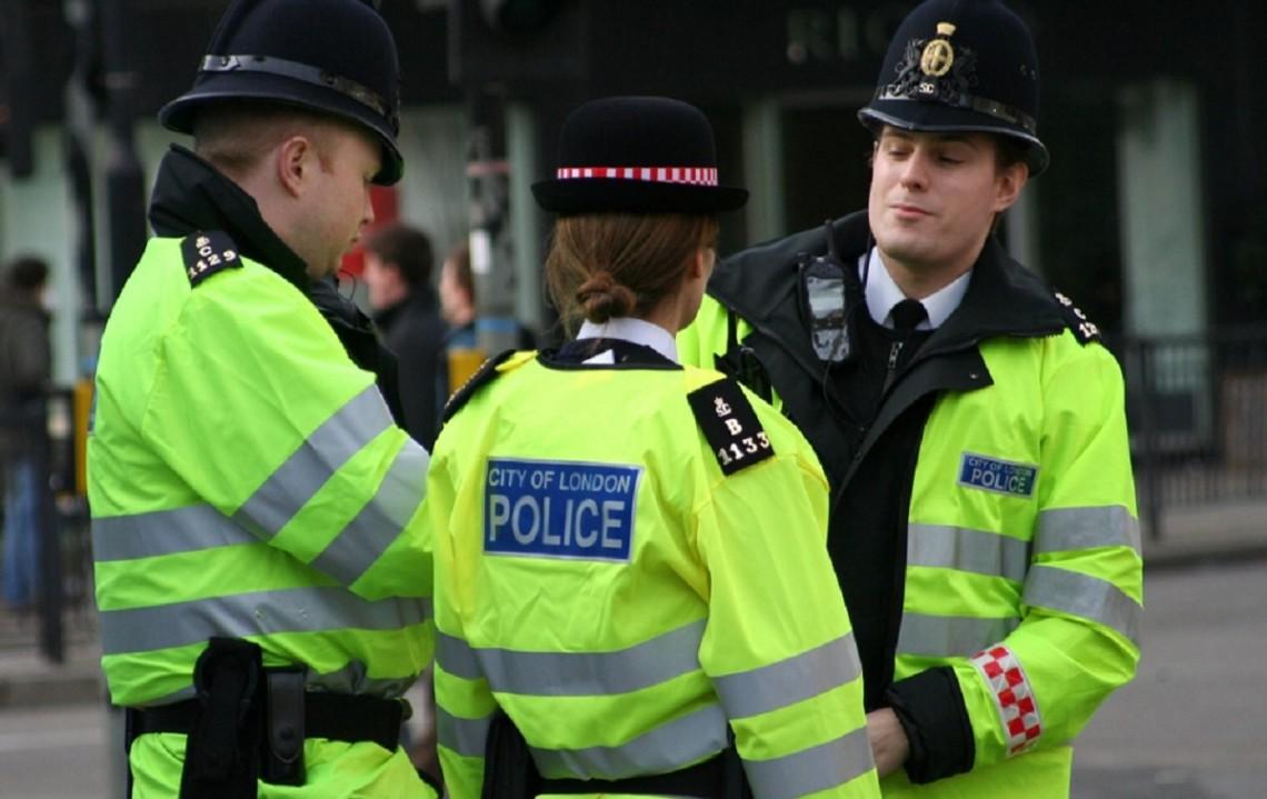 Из-за серии терактов во Франции и Австрии, в результате которых погибло уже около десятка человек, Великобритания повысила уровень террористической угрозы в стране до серьезного.