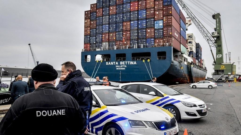 Бельгийские полицейские обнаружили в порту Антверпена партию кокаина массой более 11,5 тонн - это самая большая когда-нибудь изъятая партия в мире. В страну она попала с Гайаны.