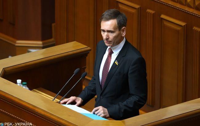 За словами Веніславського, позбавлення волі за недостовірне декларування було каменем спотикання серед політичних сил.