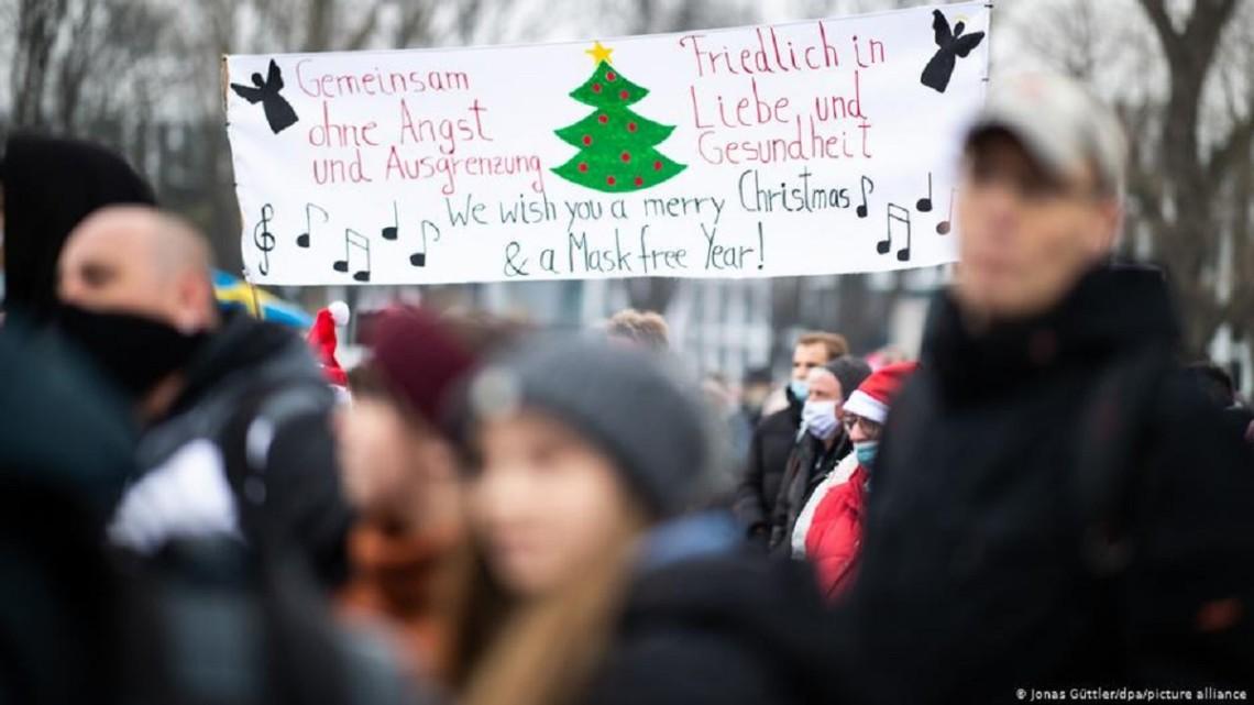 В ряде немецких городов прошли масштабные протесты, участники которых требовали послабления карантинных ограничений.
