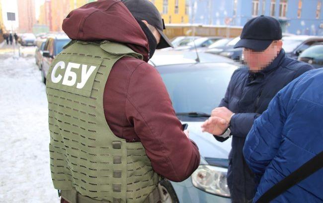 Безпосередній керівник державних виконавців управління забезпечення примусового виконання рішень управління юстиції в Київській області, яких 21 січня затримали на вимаганні хабаря, написав заяву про звільнення.