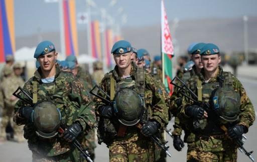 У Білорусі сьогодні почалась раптова перевірка бойової та мобілізаційної готовності своєї армії. Деякі військові з'єднання вже привели у вищу ступінь бойової готовності.