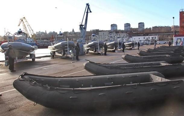 Сегодня украинские моряки получили от США десять скоростных катеров, более 70 надувных лодок и другое сопутствующее оборудование.