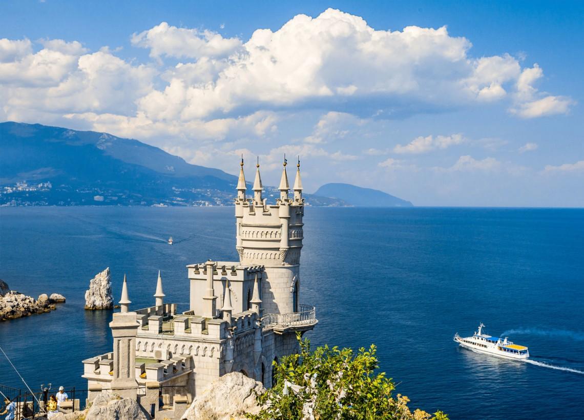 В окупованому Криму повідомили про обмеження подачі води жителям двох міст — Ялти і Алушти.