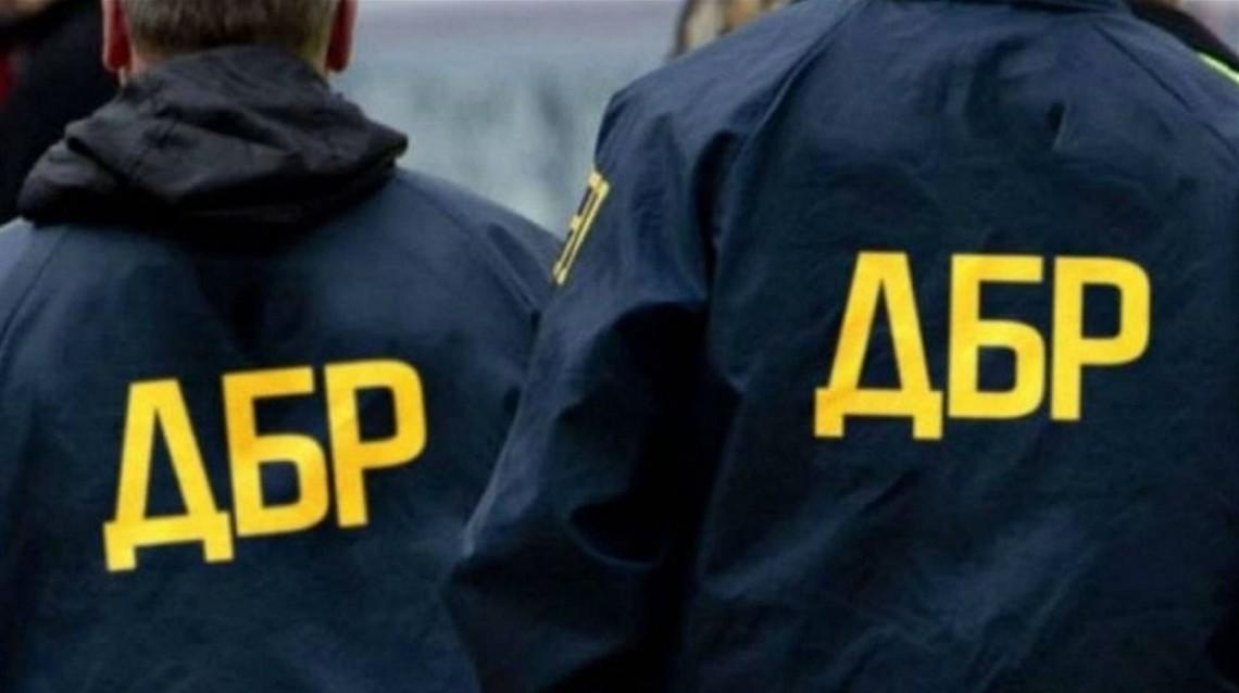 Співробітники ДБР затримали за вимагання 9000 доларів США начальника одного з відділів Державної міграційної служби в місті Києві та Київській області.