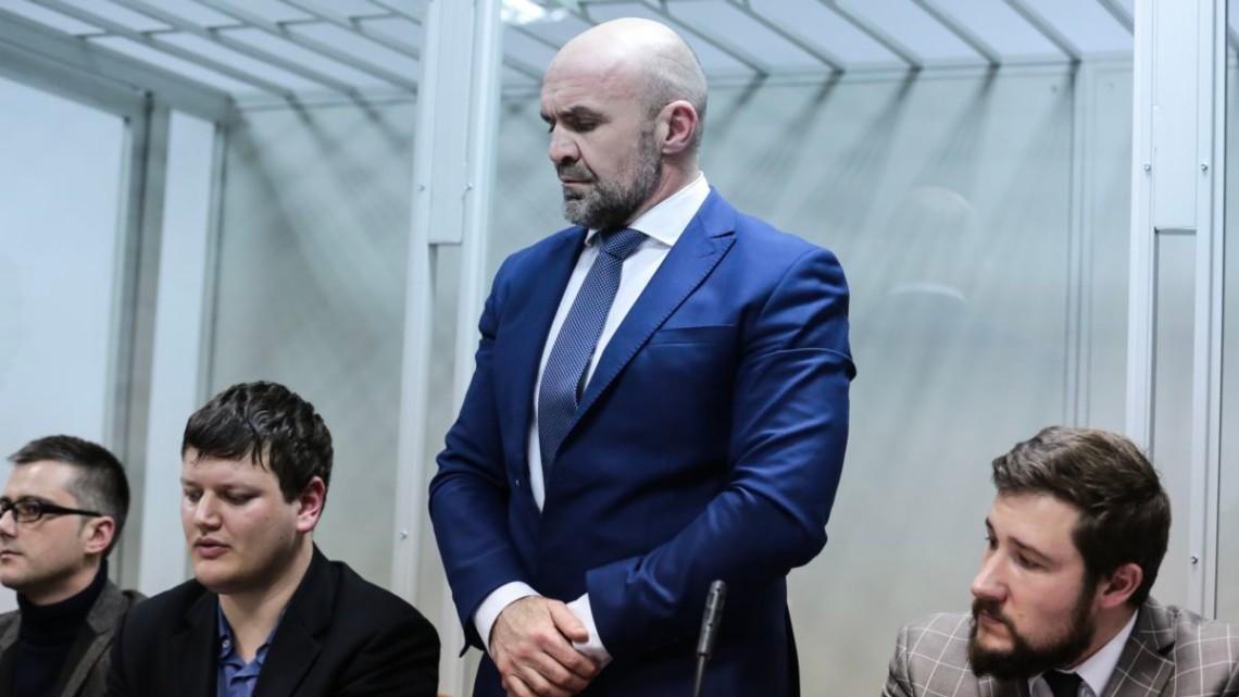 Днепровский районный суд Киева продлил арест бывшему руководителю Херсонского областного совета Владиславу Мангеру и бывшему помощнику депутата Алексею Левину до 28 августа 2021 года.