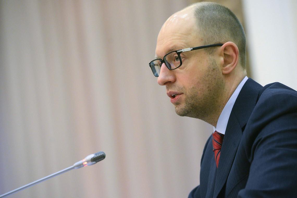 Голова уряду Арсеній Яценюк виступає за ухвалення закону про легалізацію грального бізнесу. Кошти від  цієї ініціативи, прем'єр пропонує пустити, зокрема, на фінансування української культури.