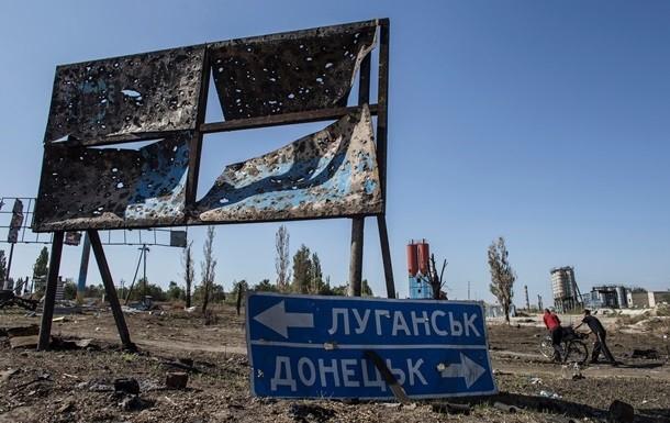 Зміни до Конституції України, які запропонував внести Президент України Петро Порошенко, не передбачають особливого статусу окремих територій Донбасу. Проте при цьому здійснення там місцевого самоврядування буде регулюватися окремим законом.