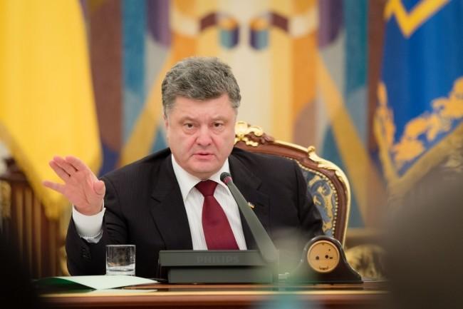 Порошенко домовився з губернатором Одеської області Міхеілом Саакашвілі направити частину коштів доходів митниці на будівництво доріг в регіоні.
