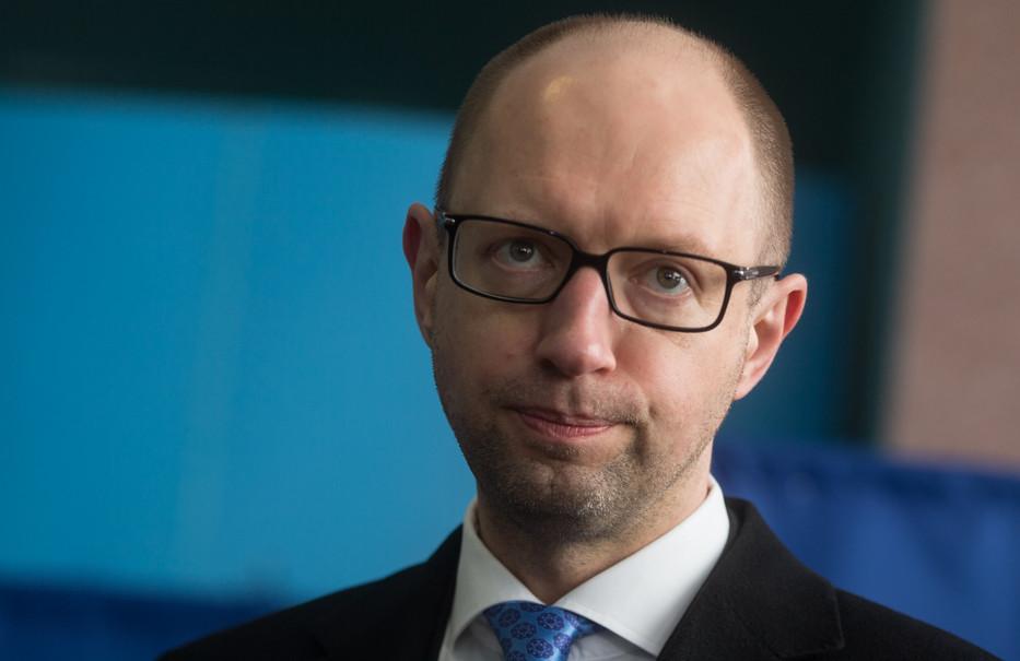 Глава АП Борис Ложкін заявив, що після переформатування уряду, яке очікується цієї осені, Яценюк залишиться керувати Кабміном.