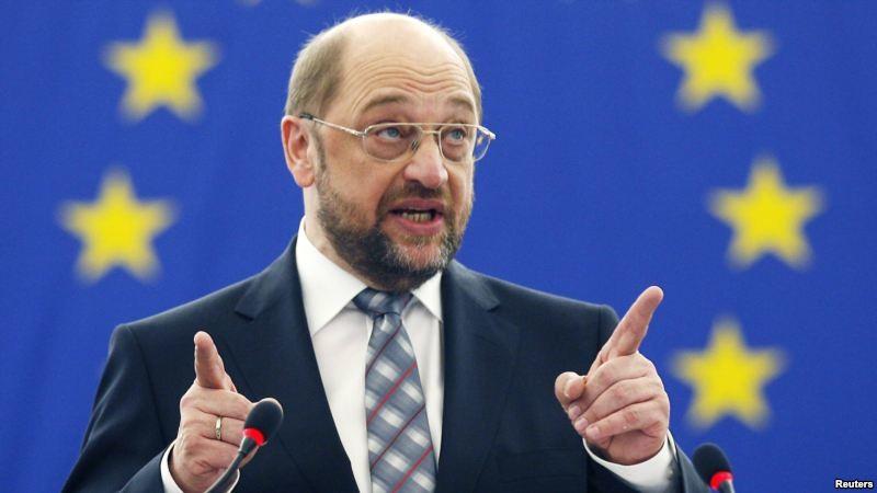 Мартін Шульц визнає, що Україні важко буде переконати країни-члени Європейського Союзу надати Україні безвізовий режим, адже для цього потрібна реальна реалізація реформ, а не лише ухвалення їх парламентом.