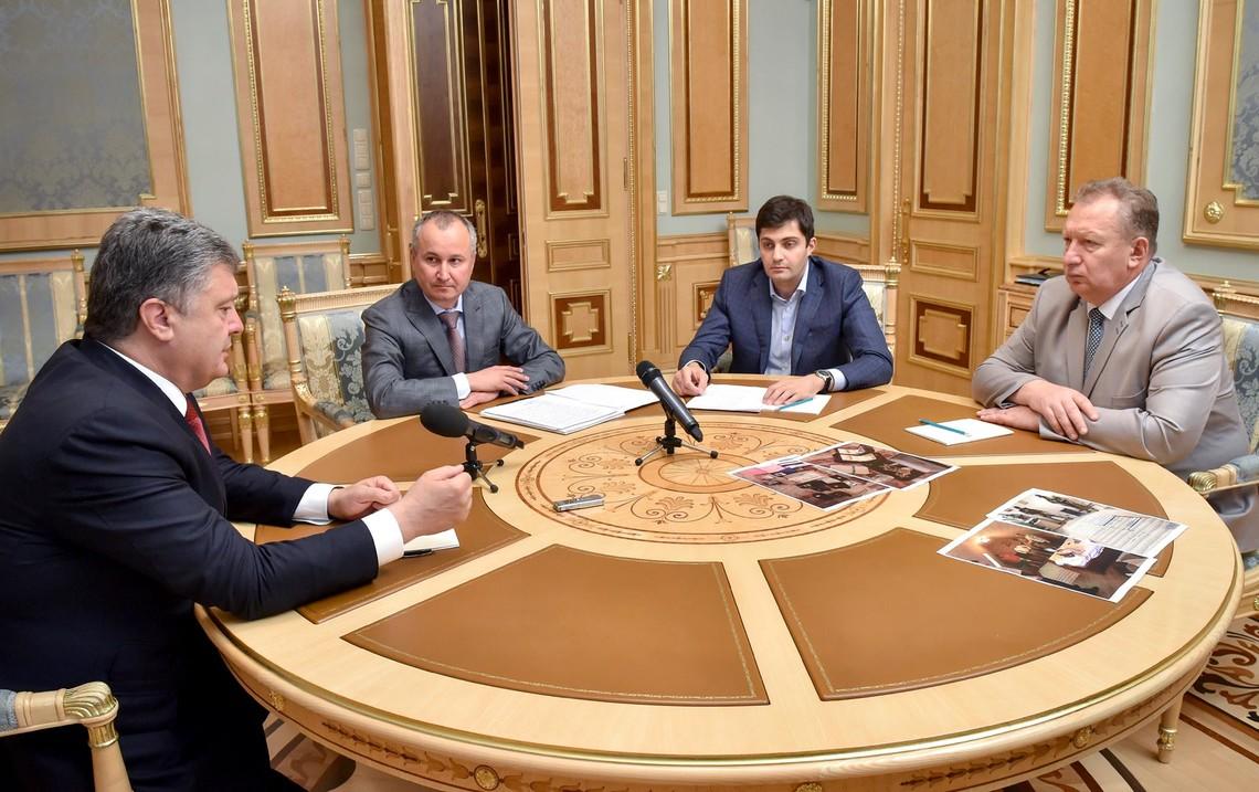 Президент Петро Порошенко зажадав від керівництва Генпрокуратури і СБУ подальших рішучих дій у боротьбі з корупцією у власних рядах.