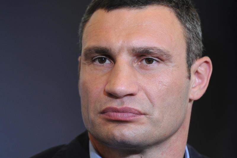 Нардеп Віталій Купрій звинувачує мера Києва в покриванні корупційної схеми з використання комунальної власності для розміщення зовнішньої реклами.