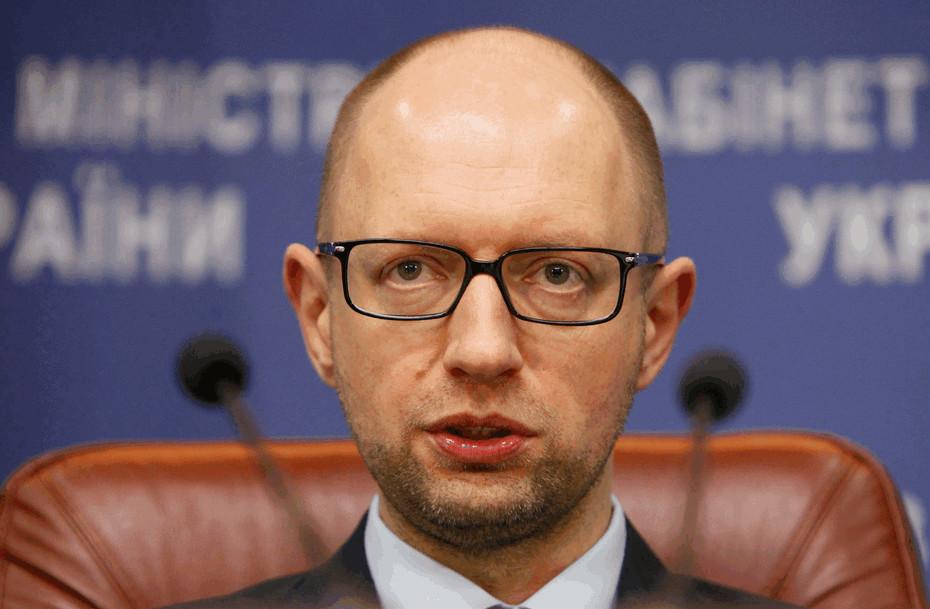 Глава уряду України Арсеній Яценюк наполягає на звільненні всіх працівників Закарпатської митниці та направленні до регіону митників з інших областей.