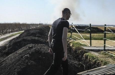Замість обіцяних прем'єр-міністром Арсенієм Яценюком 40 тисяч переселенців з Донбасу взяти участь у будівництві «Стіни» на кордоні з Росією виявили бажання всього 2176 осіб.