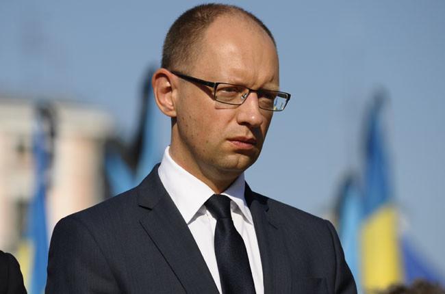 Прем'єр-міністр України заявив, що жоден із суперечливих законопроектів не пройде в парламенті, а якщо депутати і приймуть такі закони, то Президент Порошенко накладе на них вето.