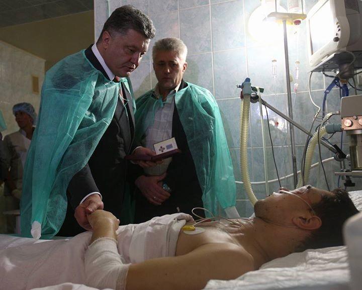 Петро Порошенко обіцяє знайти і покарати винуватців вибухів у відділку міліції у Львові, в результаті яких постраждали двоє місцевих правоохоронців.
