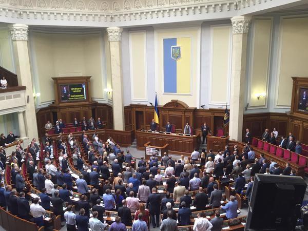 ВРУ прийняла законопроект Президента України Петра Порошенка про внесення змін до Конституції України щодо децентралізації влади.