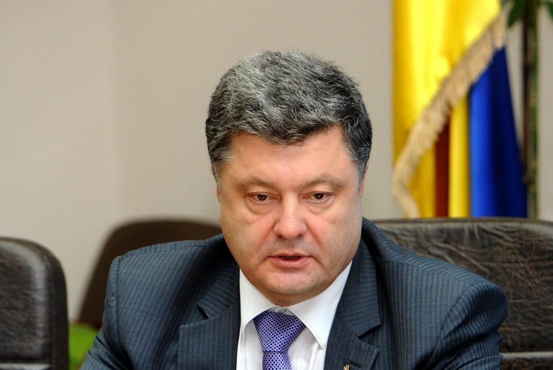 Звинувачувати Європу і США в бездіяльності щодо України – безвідповідально, вважає Президент Петро Порошенко.