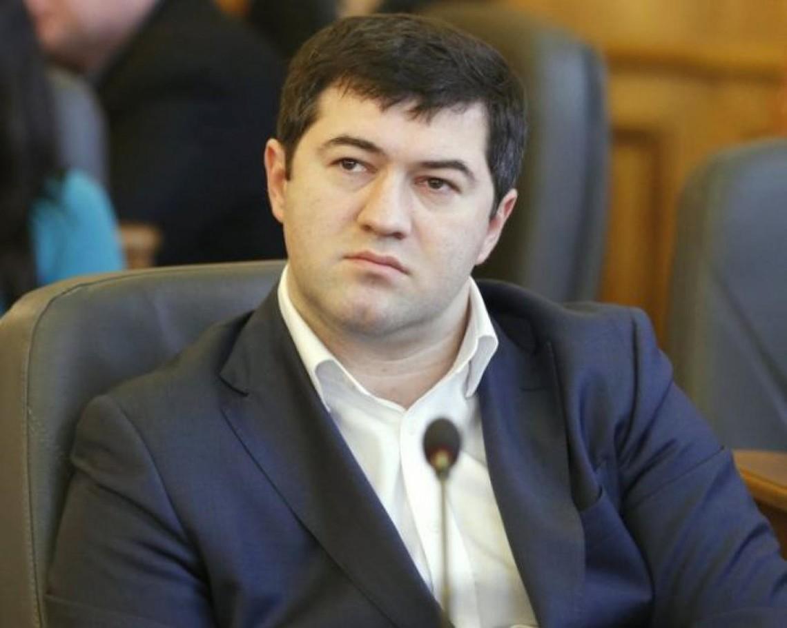 Спікер Верховної Ради Володимир Гройсман пообіцяв надати офіційні пояснення щодо того, яким чином голова Фіскальної служби міг проголосувати за закон щодо внесення змін до Конституції.