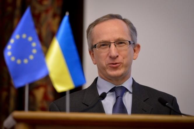 Посол ЄС в Україні Ян Томбінський закликав усіх кандидатів у народні депутати на 205 окрузі Чернігівської області дотримуватися українського законодавства.