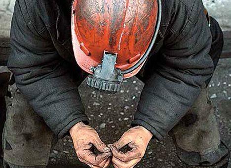 Немає вугілля – не буде світла і тепла. Всіх експертів, знайомих з ситуацією в енергетичній галузі, лякають геть безрадісні перспективи. Тим часом у профільному міністерстві готують приватизацію шахт. Затесалися в список навіть збиткові і ті, що підлягають закриттю. Тільки от де брати вугілля – ніхто не говорить.