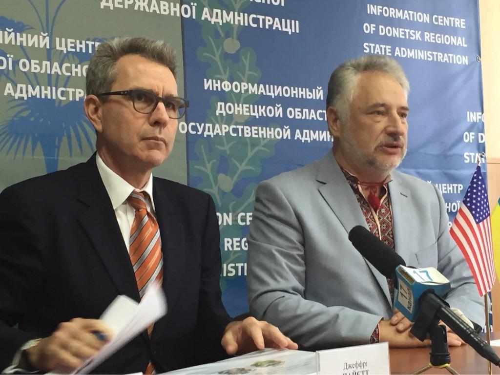 Сполучені Штати Америки допоможуть місцевій владі на Донбасі з облаштуванням логістичних центрів і проведенням місцевих виборів, пообіцяв посол США в Україні Джеффрі Пайєтт.