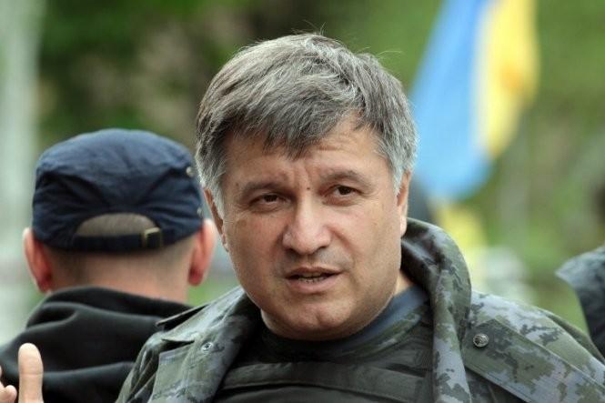 Міністр внутрішніх справ Арсен Аваков висловився за переведення української армії на контрактну основу найближчим часом.