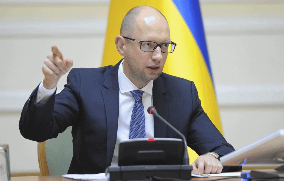 Прем'єр-міністр Арсеній Яценюк доручив міністру оборони Степану Полтораку почати обрахунки по переходу України на класичну професійну армію.
