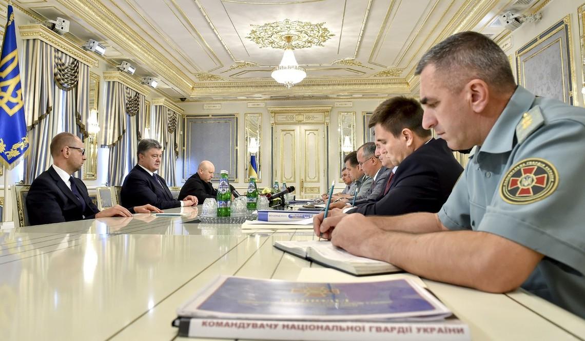 Президент України Петро Порошенко заявив, що заплановані бойовиками псевдовибори можуть повністю зруйнувати Мінські домовленості.