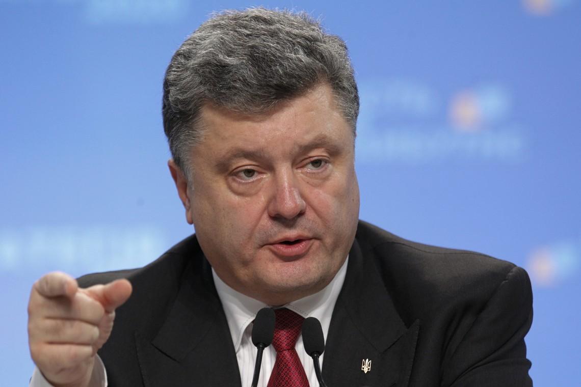 Президент України Петро Порошенко заявив, що він готовий вести переговори з окупованими частинами Донбасу, але тільки з законно обраними його представниками.