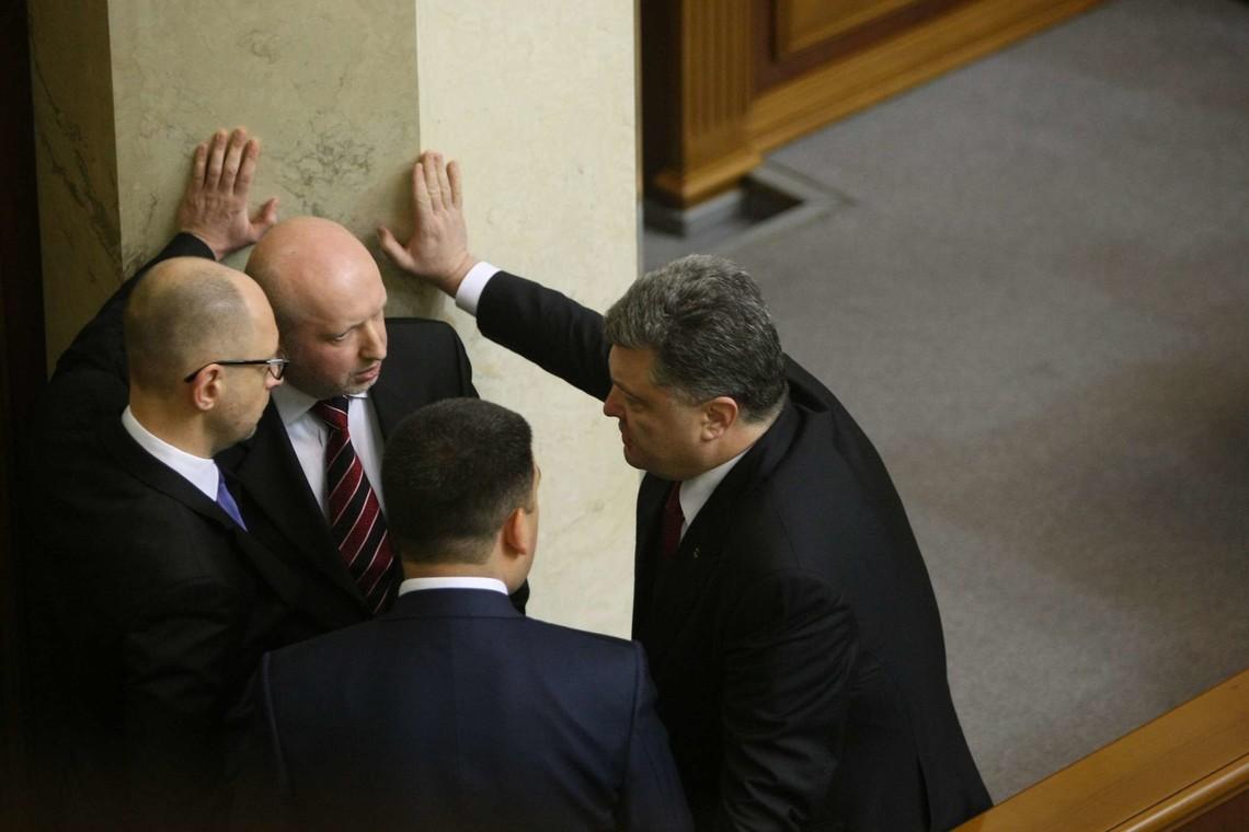 Секретар Ради національної безпеки і оборони України Олександр Турчинов заявив, що у разі зриву бойовиками Мінських угод Україна введе військовий стан.