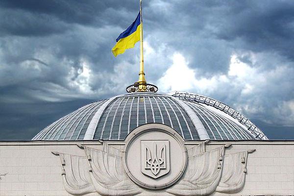 Дев'ятеро народних депутатів зареєстрували проект закону, який повністю заборонить політичну агітацію на білбордах та інших зовнішніх носіях реклами.