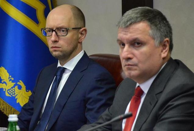 Президент України Петро Порошенко виключив можливість створення 100% контрактної армії в Україні.